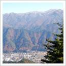 町を囲む山(10月)